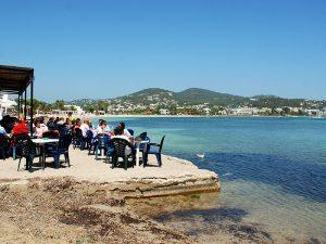 El Flotante beach bar, in Talamanca